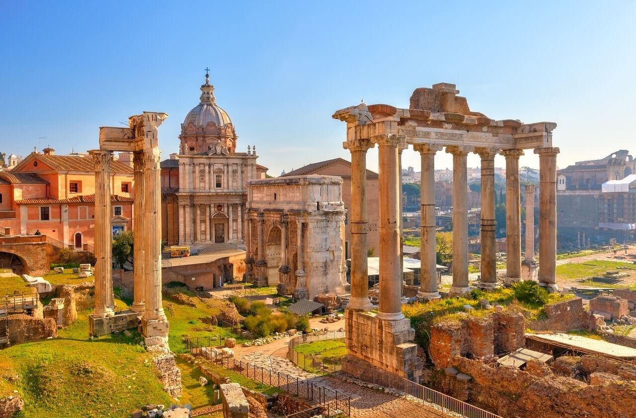 לדמיין את עצמכם כגלדיאטורים וקיסרים: שיטוט בין שרידי הבניינים העתיקים במרכז העיר